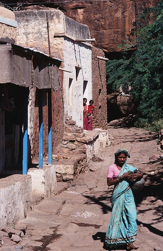 Der See von Badami ist bis heute der Platz zum Wäschewaschen