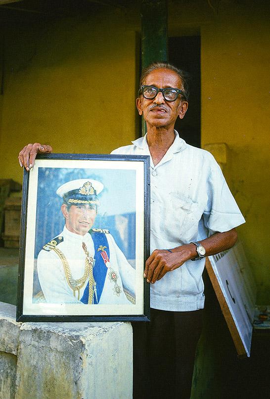 Panjim: Schildermaler mit Prinz-Charles-Portrait