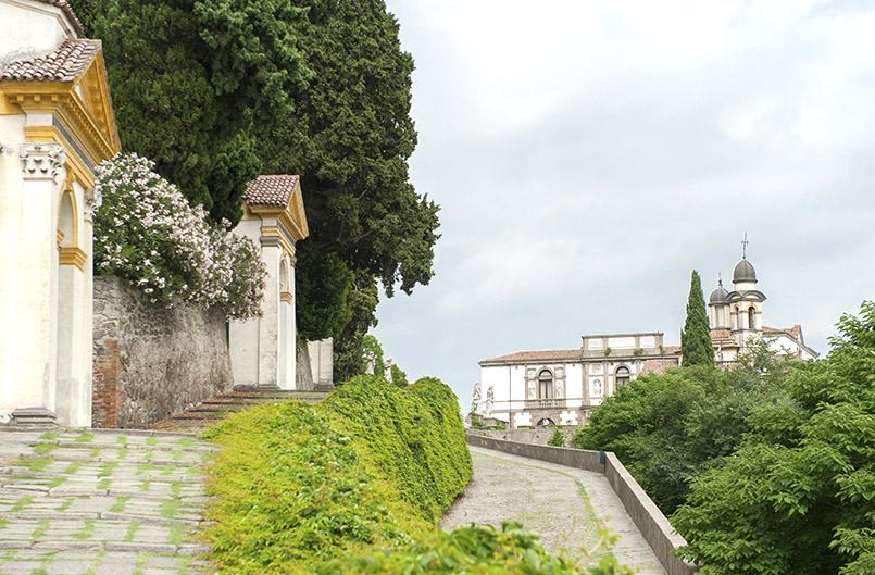 Der Kapellweg hinauf zur Villa Duodo von Monselice