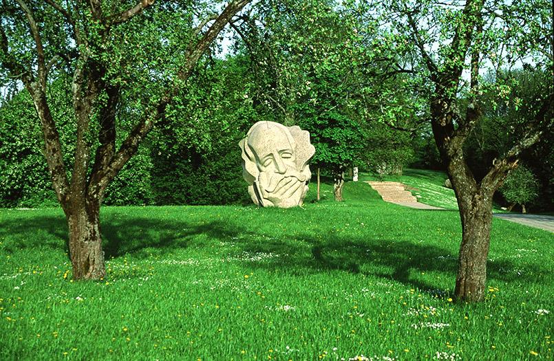 Lettland/Turaida (Treyden): Plastik auf dem Dainas-Kalns