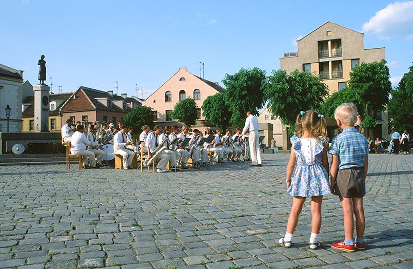 Blasmusikkonzert auf dem Theaterplatz von Klaipeda