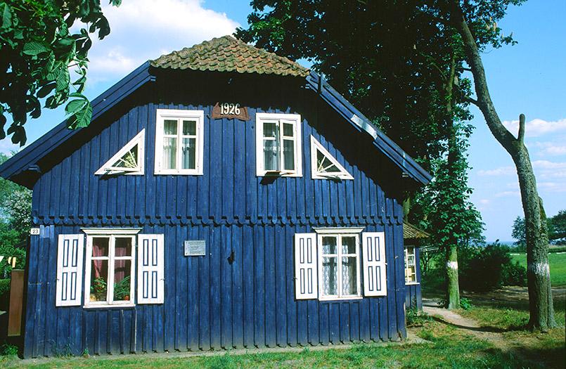 Das blaue Haus von Juodkrante (Schwarzort) auf der Kurischen Nehrung