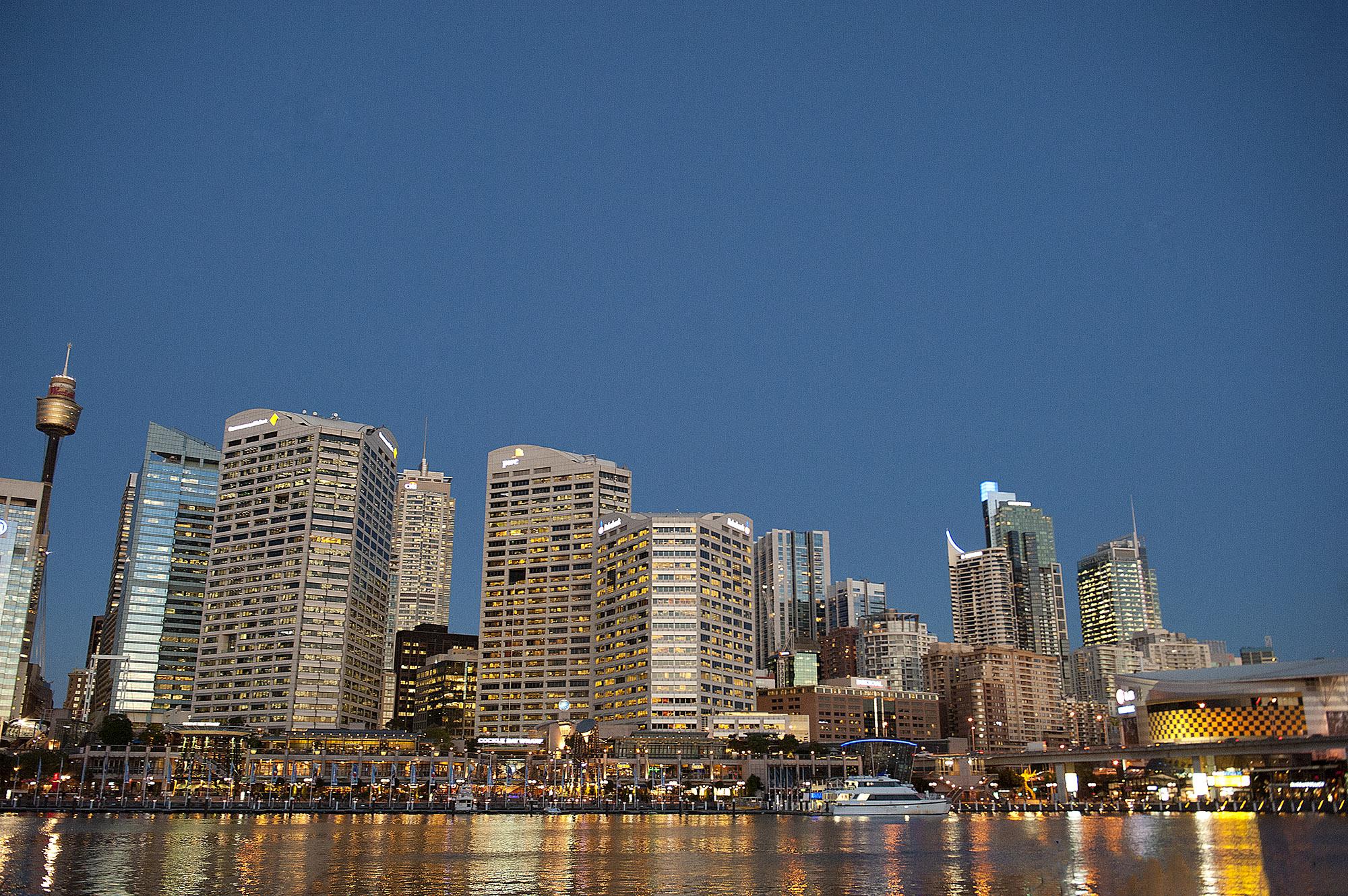 Sydneys Darling Harbour am frühen Abend