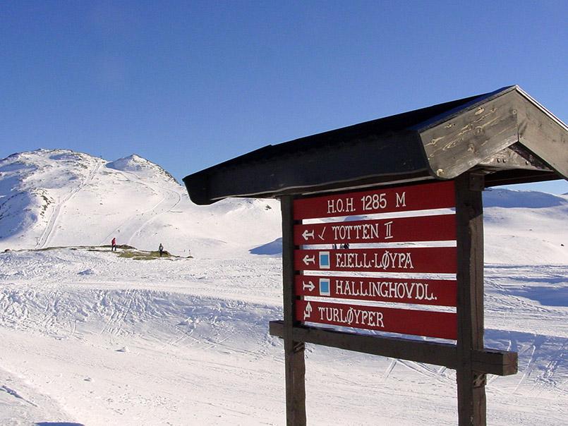 Hemsedal: Wegweiser auf der Hochebene zwischen Totten (1.497 Meter) und Hamaren (1.444 Meter).