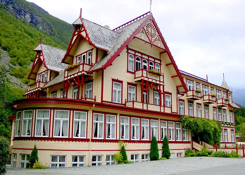 Sunnmøre/Øye: Hotel Union, Fassade von der Straßenseite.