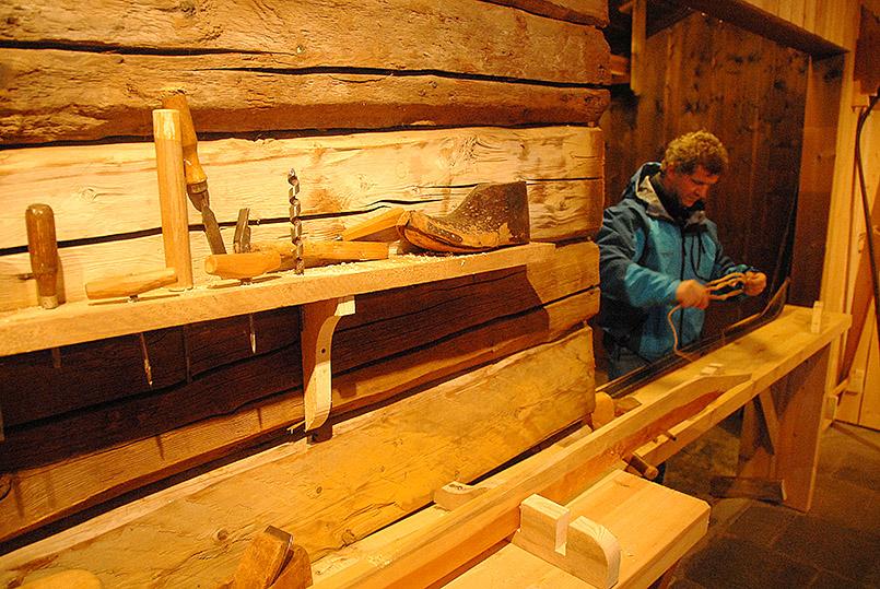 Traditionelle Skiherstellung in der Telemark - das Skimuseum von Morgedal zeigt es hands-on.