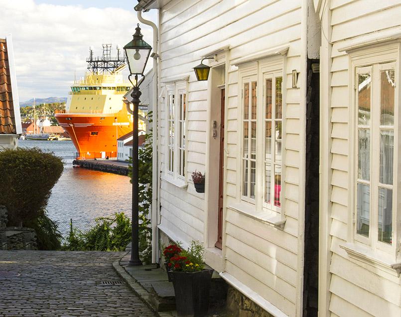 Blick vom Altstadtviertel auf den Hafen von Stavanger