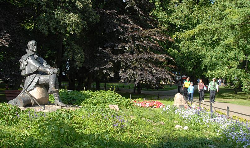 Sopot: Haffner-Denkmal (Gründer des Kurbades) im Nordpark zwischen Grand Hotel und SFINKS Club, gestaltet von Zbigniew Józwik