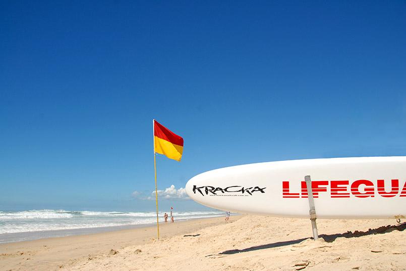 Lebensretter sind an bewachten Stränden Standard in Australien