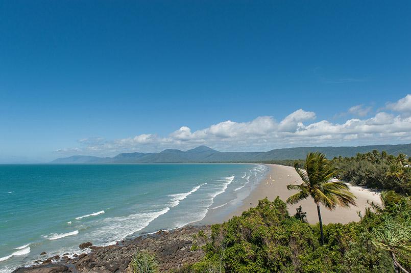 Der Four Mile Beach von Port Douglas