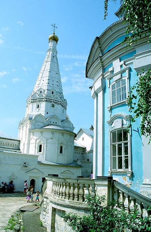 Sagorsk: Spital, Kirche der Gottesmutter von Smolensk