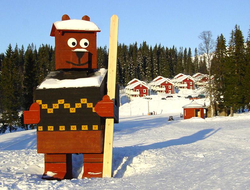 Björnen: Ferienwohnungen direkt an den Familienpisten. Wahrzeichen des Gebietes ist der Björn/Bär.