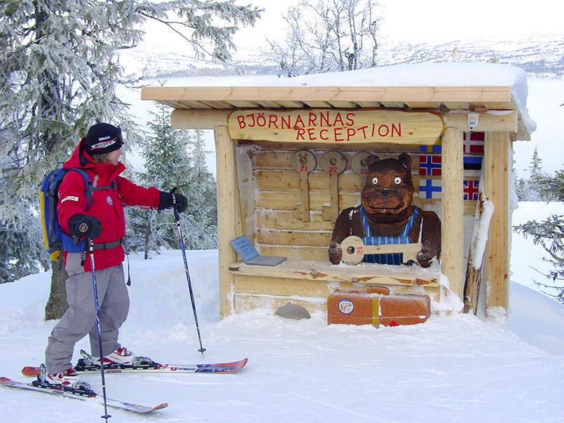 Are: Skigebiet Björnen, Beginn der Björnlandet-Kinderpiste mit animierten Bärenfiguren (Sprache, Musik;