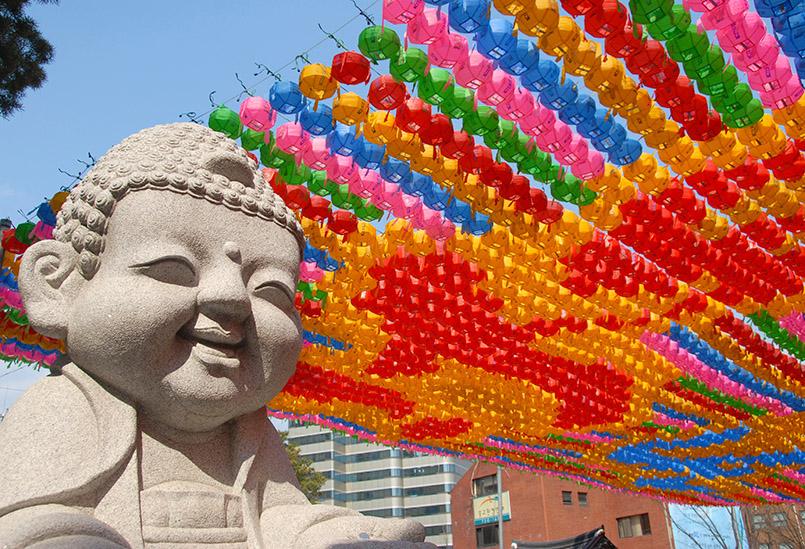 Der Jo Ge Sa-Tempel: in Seoul: Lampions mit Wünschen anlässlich Buddhas Geburtstag am 2. Mai