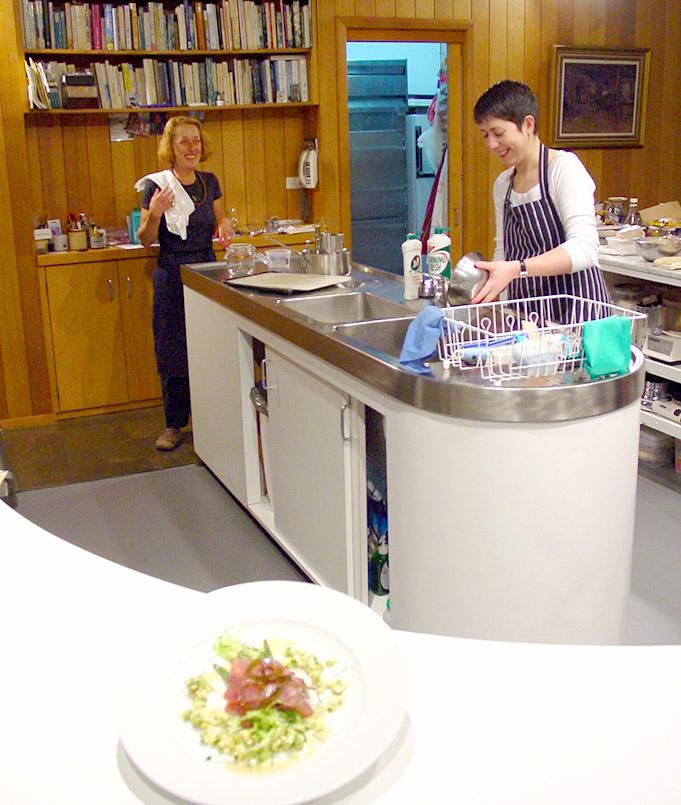 Bei den Gourmet Retreats von Marike Brugmann wird alles gemeinsam erledigt - auch der Abwasch.
