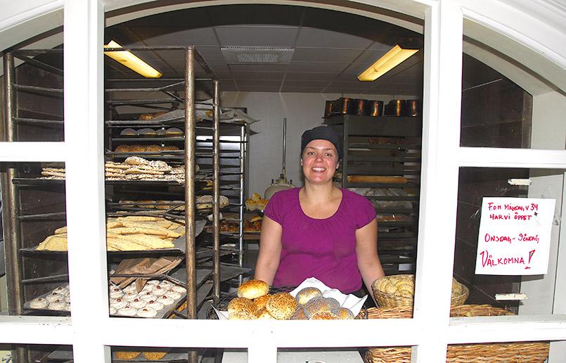 Louise Billengren verkauft am Markt von Båstad Backwaren.