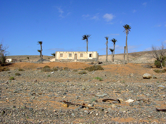 E/Kanaren/Fuerteventura/Betancuria/ Barranco de la Penitas:aufgegebenes Wohnhaus eines Großgrundbesitzers aus dem 18./19. Jh..