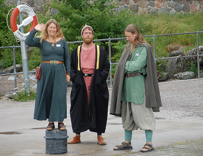S/Göta-Kanal/MS Juno: Begrüßung der Archäologen von Birka auf der Insel Adelsön im Mälarsee