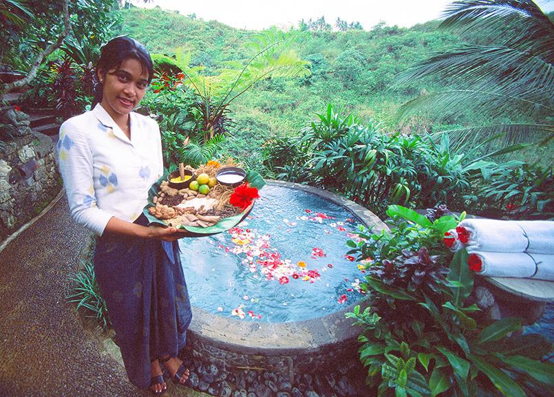 Auf Bali beginnt Wellness mit Blüten