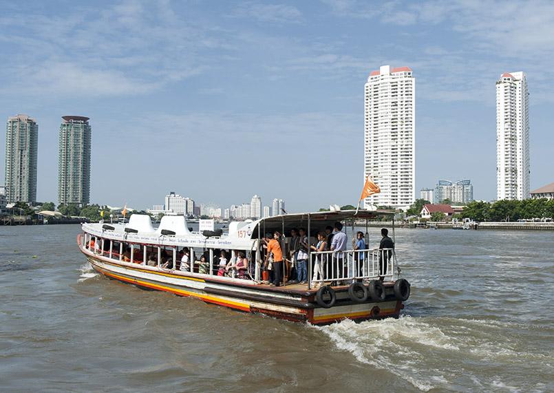 Bangkok: Fähre auf dem Chao Praya